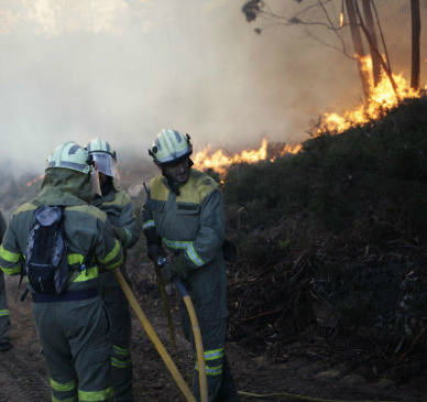 Apagado o lume que se declarara en Cenlle este xoves, logo de queimar máis de 20 hectáreas