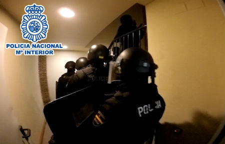 Cinco detenidos, tres de ellos ya conocidos por la Policía, durante una operación contra el narcotráfico, en Vilagarcía