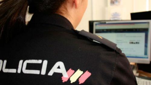 @policía alerta de denuncias en Vigo por estafas vía correo electrónico o móvil de supuestos bancos que piden datos y contraseñas de los usuarios