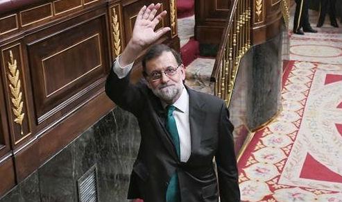 Pedro Sánchez tiene ya el apoyo de la mayoría absoluta del Congreso y el PP anuncia que Rajoy no dimitirá