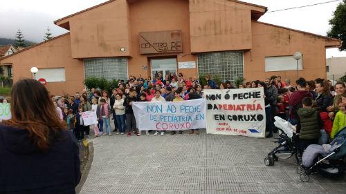 Veciñas e veciños de Coruxo mobilízanse para denunciar o peche do servizo de Pediatría do seu centro de saúde