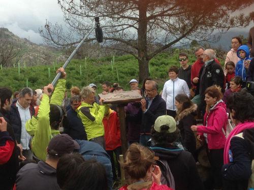 @JesusCalleja acompaña al alcalde de Nigrán y a 140 vecinos de Chandebrito a plantar 1.000 árboles en As Chans