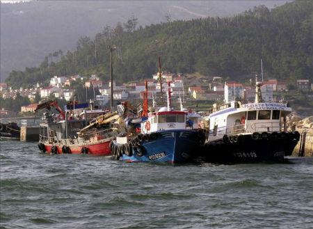 Recuperan en el puerto de Muros el cadáver de un hombre de 69 años