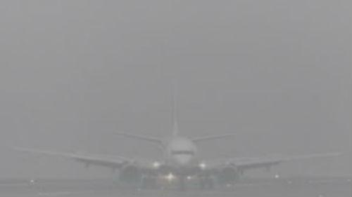 Otros tres vuelos que debían de aterrizar en Vigo desviados a Santiago a causa de la niebla