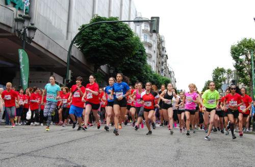 Cientos de corredoras participan en la 'Carrera Femenina' de Vigo