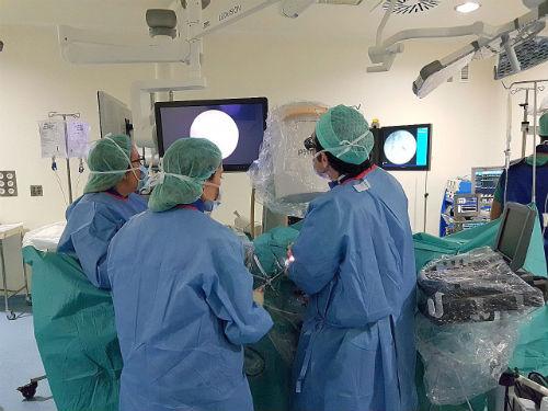 Urólogos do Complexo Hospitalario de Vigo atallan as complicacións da ciruxía do cancro de vexiga