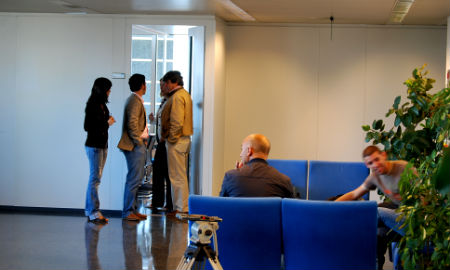 La prensa de Vigo esperando por la delegada lucense