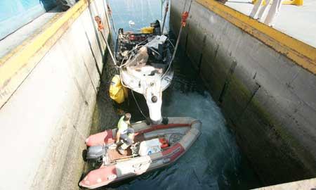 El barco fue reflotado el sábado