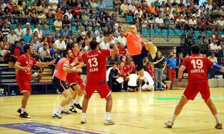 Un momento del partido en O Gatañal.
