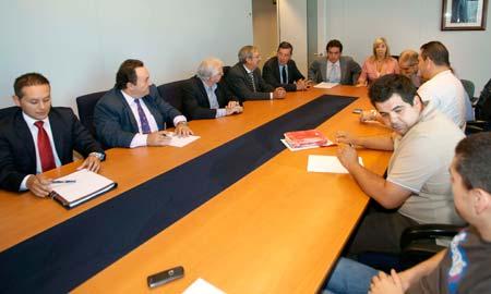 Primera reunión entre sindicatos y patronal tras la huelga del metal, en junio.