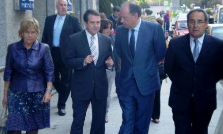 La concelleira Isaura Abelairas, Abel Caballero, Antón Louro y el subdelegado del Gobierno, Delfín Fernández