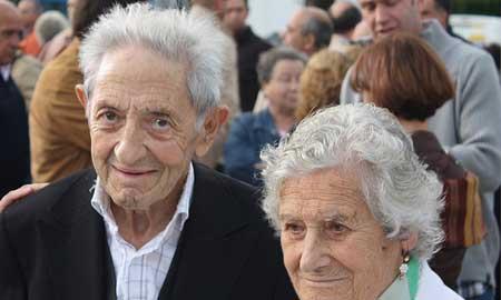 Isaac Diaz PArdo junto a su mujer