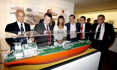 Inauguración de la exposición en el Centro Social Caixanova.