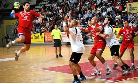 El Cangas en el derby gallego.