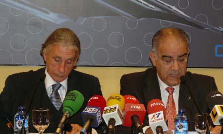 Alvariño y García Costas, presidente de la CEP y la Cámara respectivamente, en la rueda de prensa para presentar el informe.