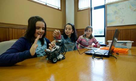 Obradoiro de robótica na Universidade de Vigo.