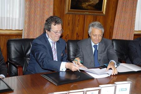 El presidente del Club Financiero, Jaime Borrás, y el de Caixanova, Julio Ferández Gayoso