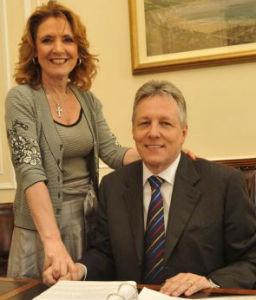 Iris Robinson con su marido, Peter, primer ministro del Ulster