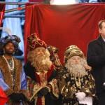 Sus Majestades con el alcalde y los concejales