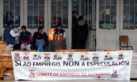 Las trabajadoras continúan su encierro en las instalaciones de Alfageme en Vigo.