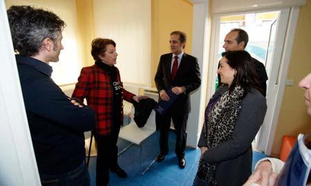 La entrega de la subvención por parte de la Diputación de Pontevedra.