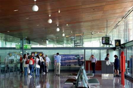 A Peinador no pudieron llegar dos vuelos de Madrid.