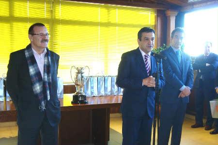 Recepción dos participantes na Supercopa.