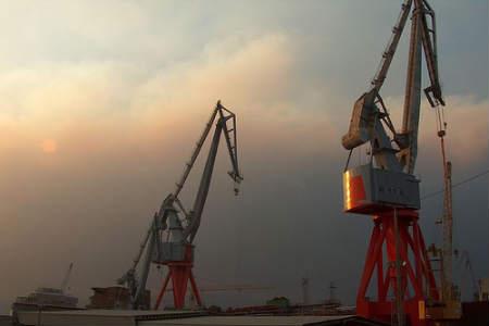 Grúas del astillero Vulcano (Foto:Contando Estrelas)