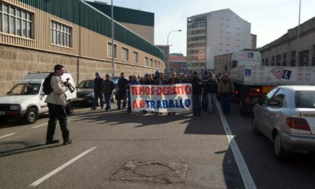 Los trabajadores de Barreras salieron a protestar a la calle.