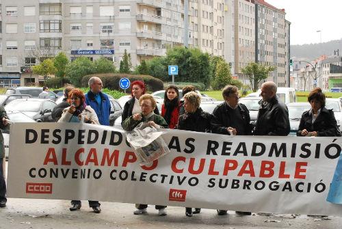 Os traballadores de Alcampo estiveron manifestándose 46 días seguidos diante do hipermercado, en Coia