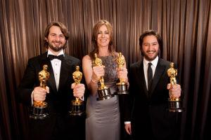 Kathryn Bigelow, primera mujer que se lleva el premio a la Mejor Dirección y que tambén consiguió el Oscar a la Mejor Película