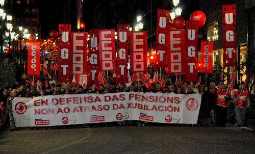 La manifestación a su paso por la farola de Urzáiz
