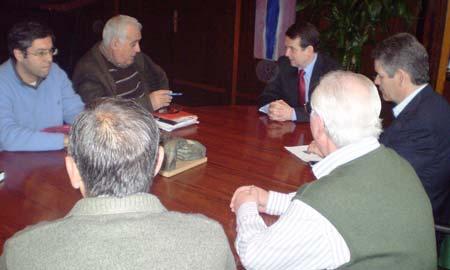 Caballero le contó el proyecto a la Asociación Vecinal de Teis.