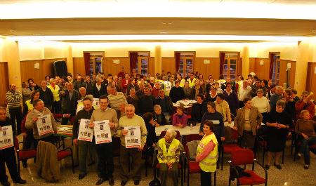 Los vecinos llevan más de 100 días encerrados en el salón de plenos del concello de Salvaterra