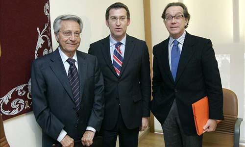Julio Fernández Gayoso y Manuel Varela junto al presidente de la Xunta, Núñez Feijoo.