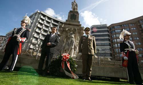 Homenaje a los Héroes de la Reconquista en la Praza de Independencia.