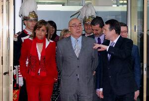 La portavoz socialista en el Senado, Carmela Silva, Javier Rojo y Caballero, entrando en la Alcaldía