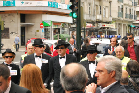 Un grupo de Afectados de la PLISAN dejándose ver el viernes durante un acto de Feijóo en Vigo