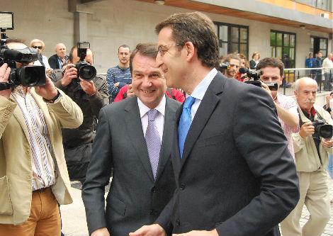 El alcalde y el presidente de la Xunta, el viernes pasado, en As Travesas