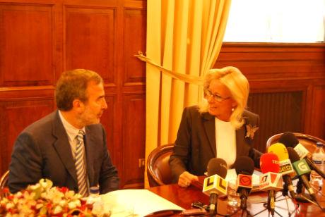 El rector, Alberto Gago, y la presidenta del Puerto, Corina Porro