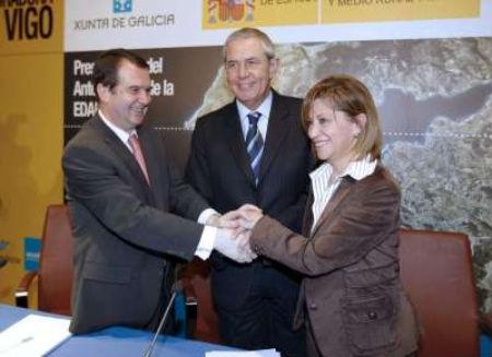 El alcalde Caballero, el presidente Touriño y la ministra Espinosa, en Vigo durante la presentación de la EDAR a finales de 2008