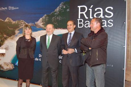 Chema Figueroa junto con el alcalde de Oviedo