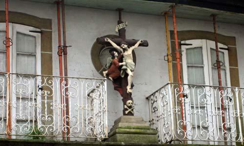 Una vivienda de dos pisos en la calle Coruña de Pontevedra.