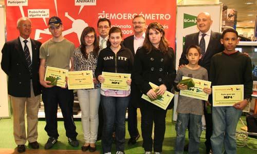 Se sortearon varios Ipod entre los alumnos de los institutos participantes.