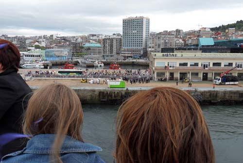 salida Gran Voyager del Puerto de Vigo/Tresyuno Comunicación