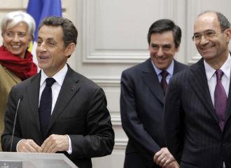 Sarkozy e o ministro de Traballo,Eric Woerth (con gafas)