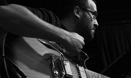 El guitarrista Felipe Villar.