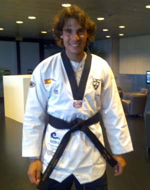 Rafa Nadal coa indumentaria de taekwondo.