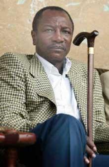 Alpha Conde, favorito para ganar las elecciones que se celebran hoy en Guinea