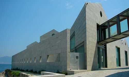 El Museo del Mar, hecho de granito gallego.
